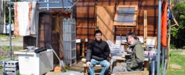 井戸を使い電気を引き・・生活費は月3万~5万円 自作の小屋で暮らす若者たち