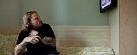 刑務所で生活 VS 超絶ブラック企業に就職